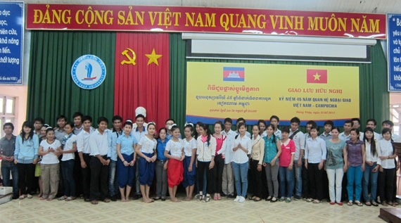 The delegation of Cambodian students studying in Ho Chi Minh City with cultural activities at Dong Thap University