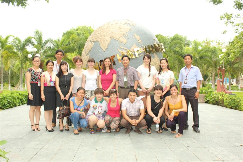 The volunteers from Solidarités Jeunesses in Vietnam visited Dong Thap University