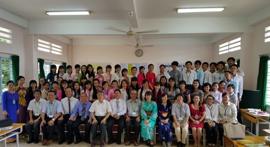Teaching experience exchange between teachers of Hyogo University of Teacher Education, Japan  and Dong Thap University's